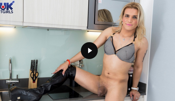UK-Tgirls_Elza_Blonde___Dangerous.png