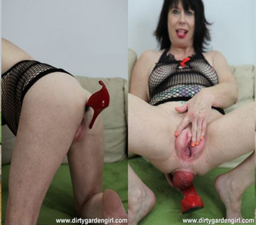 DirtyGardenGirl_-_Pussy_pump,_prolapse_and_red_shoe_-_21.02.2016.png