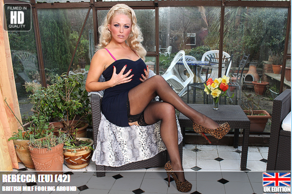 Mature.nl_-_Rebecca_(EU)_(42)_-_Mat-EU-Tower54_British_Milf_Fooling_Around.png