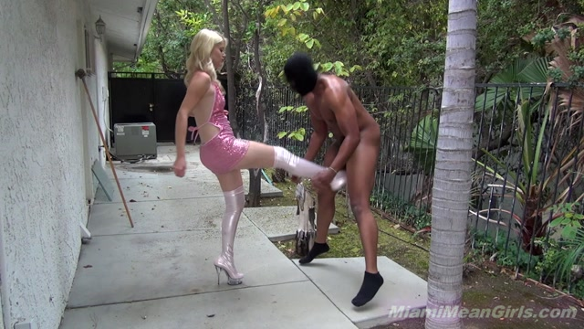 MiamiMeanGirls.com_-_Charlotte_Stokely_-_Stripper_In_The_Alley.00019.jpg