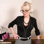 Mature.nl – Elaine (EU) (56) – Mat-EU-TUK062 – British Housewife Fingering Herself
