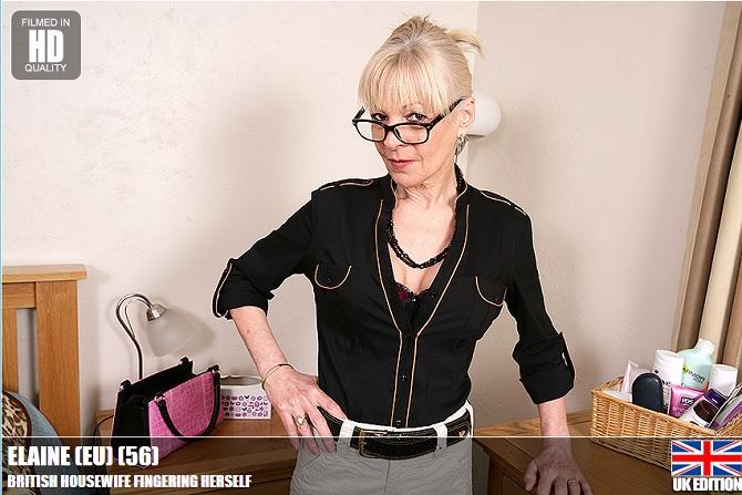 British_Housewife_Fingering_Herself_b.jpg