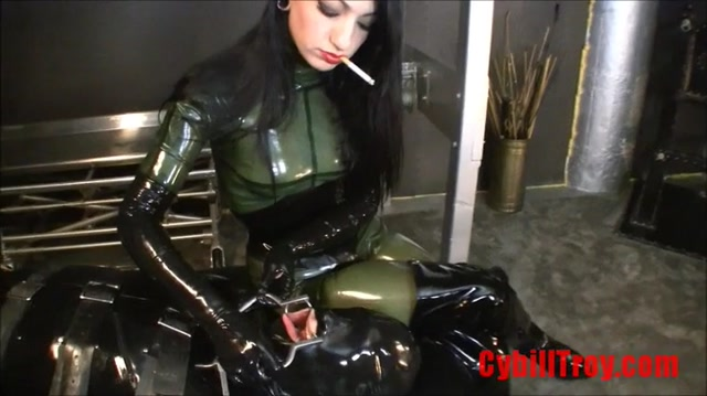 Cybill_Troy_-_Hardcore_Ashtray_-_Smoking.mp4.00002.jpg