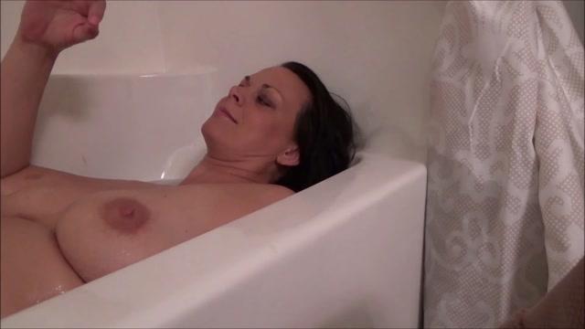 Diane_Andrews_-_Giantess_MILF_Bath.avi.00010.jpg