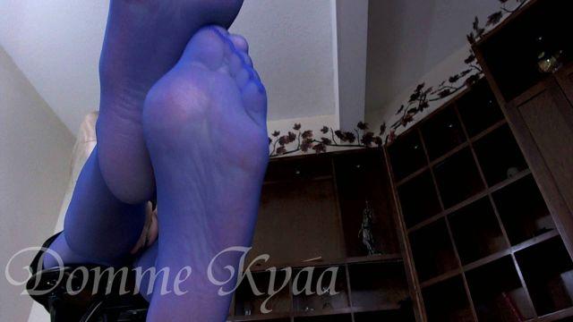 Femdom_-_Domme_Kyaa_-_Blue_Pantyhose_Feet_Worship.wmv.00005.jpg