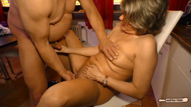 Hausfrau_Katey_Mature_German_housewife_gets_cum_on_tits_in_hardcore_sex_session.mp4.00011.jpg