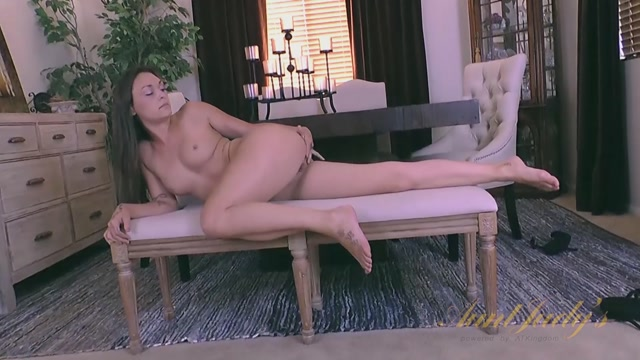 AuntJudys_-_Olivia_Wilder_Masturbation_-_31.08.2016.mp4.00011.jpg