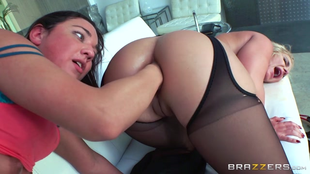 Brazzers_-_HotAndMean_-_Amara_Romani___Phoenix_Marie_in_Our_Babysitters_Butt__Part_1_-_24.08.2016.mp4.00010.jpg