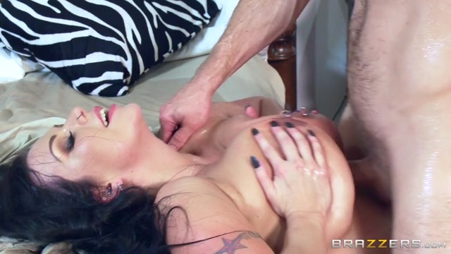 Brazzers_-_MommyGotBoobs_-_Sheridan_Love_in_Fucked_In_A_Breeze_-_17.08.2016.mp4.00014.jpg