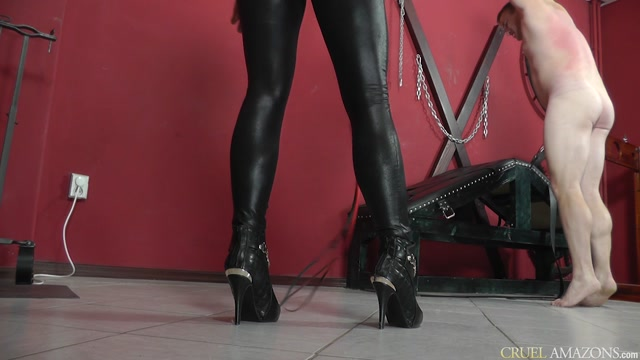 CRUEL_MISTRESSES_-_Lady_Ann_-_Whipping_in_catsuit.mp4.00008.jpg