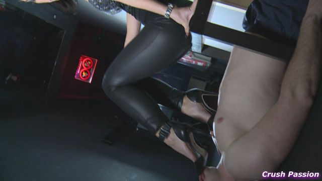 Crush_Passion_-_Foot_gagged_and_smothered_by_her_feet.wmv.00001.jpg