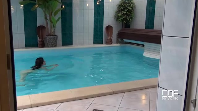 DDFNetwork_-_OnlyBlowJob_-_Alice_Nice_in_Lascivious_Looks_-_A_Cock_Sucking_Hottie_In_The_Swimming_Pool_-_24.08.2016.mp4.00000.jpg