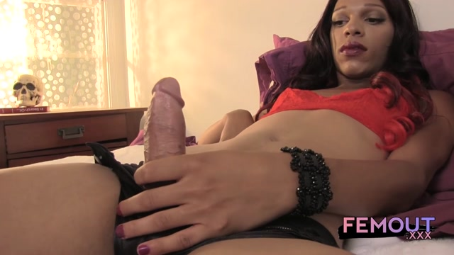 Femout.xxx_-_Angel_Benatti_-_HUNG_ANGEL_-_23.08.2016.mp4.00005.jpg