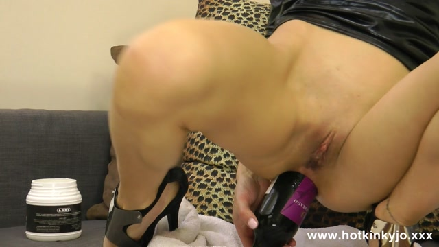 HotKinkyJo_-_Wine_bottle_in_ass_-_07.08.2016.mp4.00014.jpg