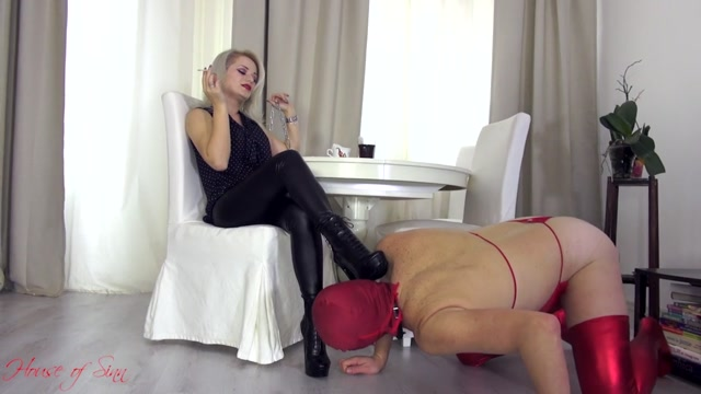 House_of_Sinn_-_Miss_Sarah_-_Training_the_boot_licker.mp4.00009.jpg