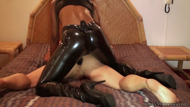 Kinkymistresses_-_The_Kinky_Rio_Lady_-_Black_Strap-on_Fuck_HD.mp4.00012.jpg