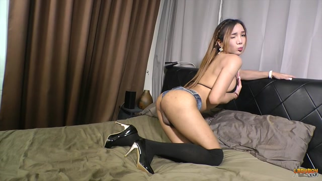 Ladyboy.xxx_-_Pherns_Big_Cumshot__-_15.08.2016.mp4.00000.jpg
