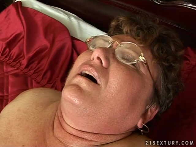 Lustygrandmas_presents_Mature_BBW_Tifany_Sucking_and_Fucking.mp4.00004.jpg