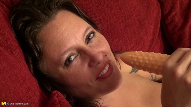 Mature.nl_-_Hazel__36__-_USA-Tob057_-_Hairy_American_Housewife_Playing_With_Herself.wmv.00013.jpg