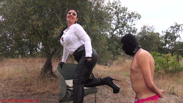 Mistress_Ezada_Sinn_-_Leather_loving_sissy.mp4.00000.jpg