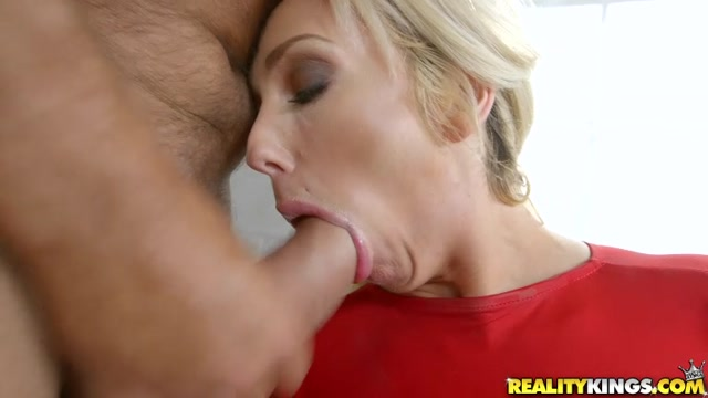 RealityKings_-_MilfHunter_-_Olivia_Fox_in_Romancing_Olivia_-_15.08.2016.mp4.00006.jpg