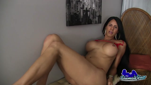 Shemaleyum_-_Busty_Shania_Reyes_Strokes_Her_Big_Dick__-_16.08.2016.mp4.00003.jpg