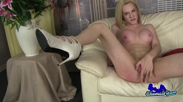 Shemaleyum_-_Pretty_Leggy_Cayla_Sky__-_13.08.2016.mp4.00015.jpg