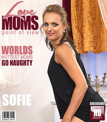 1_Mature.nl_-_Sofie_M.__34__-_Horny_Mom_Fucks_in_POV_Style_-_01.09.2016.jpg