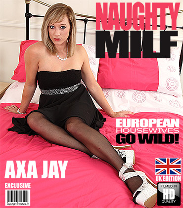 1_Mature.nl_presents_Axa_Jay__EU___31__in_British_Milf_Fooling_Around_-_23.09.2016.jpg