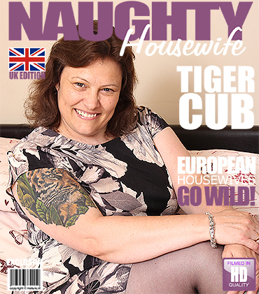 1_Mature.nl_presents_Tiger_Cub__EU___47__British_BBW_Fingering_Herself_-_08.09.2016.jpg