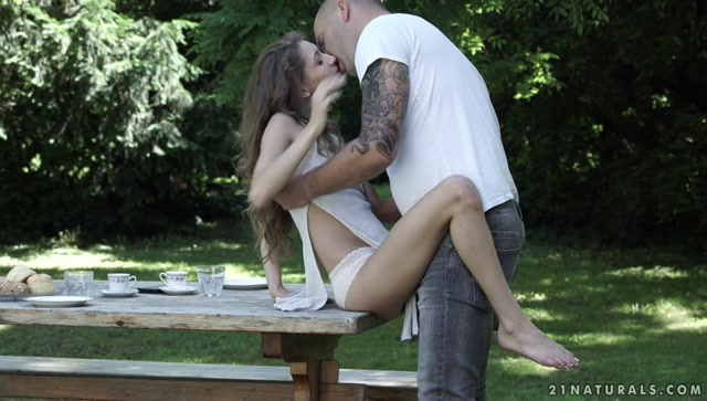 21Sextury_-_21Naturals_presents_Rebel_Lynn_in_Picnic_with_Dessert_-_11.09.2016.mp4.00000.jpg