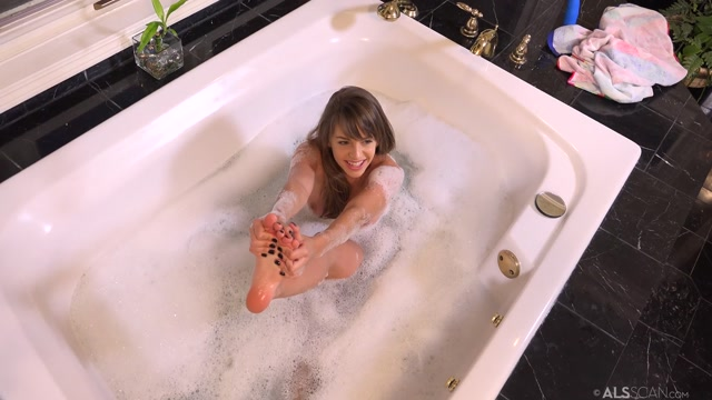 ALSScan_-_Kimmy_Granger_in_Bath_Time_BTS_-_05.09.2016.mp4.00009.jpg