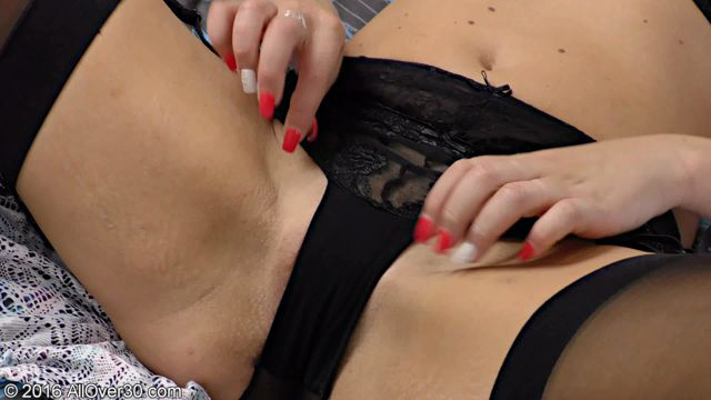 Watch Online Porn – Allover30 presents Evelina Jones 35 Years Ladies with Toys – 17.09.2016 (WMV, FullHD, 1920×1080)
