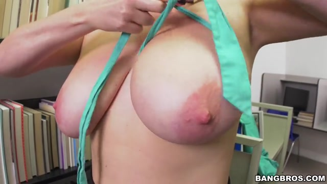 Watch Online Porn – BangBros – BigTitsRoundAsses presents Maggie Green in Checking out the big tits at the library – 29.09.2016 (MP4, SD, 852×480)