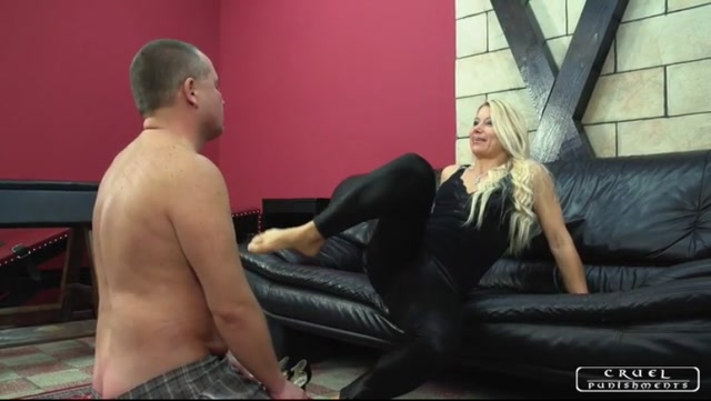 CRUEL_PUNISHMENTS_-_Lady_Zita_-_Smacking_soles.mp4.00002.jpg