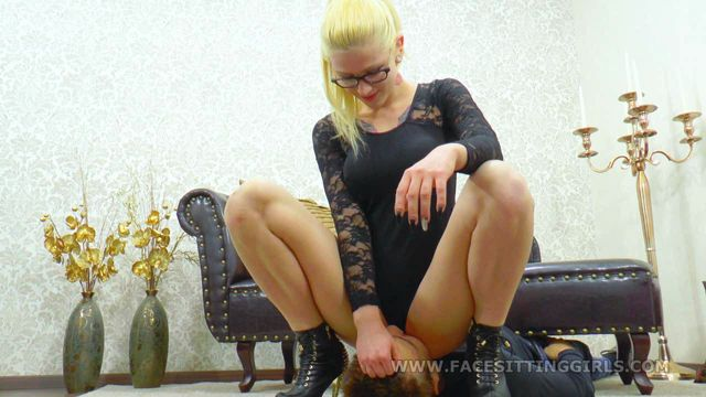 Facesittinggirls_-_Kira_is_breathtaking.wmv.00007.jpg