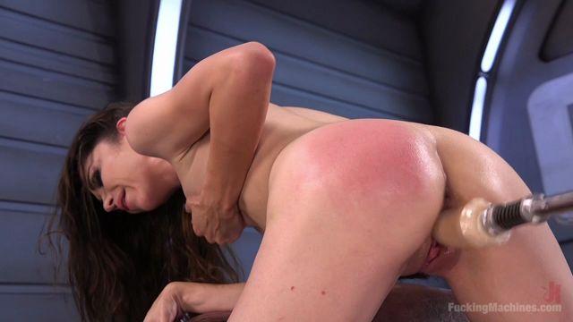 Watch Online Porn – Kink – FuckingMachines presents Fresh Meat – Nikki Next Gets Her First Taste of Fucking Machines – 28.09.2016 (MP4, HD, 1280×720)