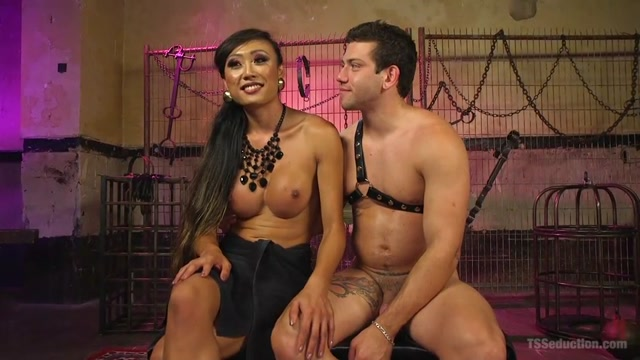Kink_-_TSSeduction_presents_Venus_Lux__Reed_Jameson_in_Goddess_Venus_Punishes_Arrogant_Boy_Toy_-_27.09.2016.mp4.00014.jpg