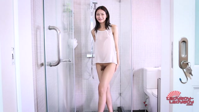Ladyboy-ladyboy_presents_Sexy_Pon_Takes_A_Shower__-_22.09.2016.mp4.00003.jpg