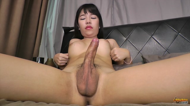 Ladyboy.xxx_-_Yuki_-_Stunning_Yuki_Plays_With_Her_Sexy_Cock__-_31.08.2016.mp4.00010.jpg