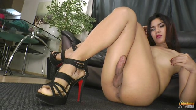 Watch Online Porn – Ladyboy.xxx presents Sultry Nok Strokes Her Cock! – 23.09.2016 (MP4, HD, 1280×720)