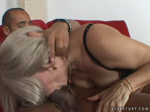 LustyGrandmas_presents_Mature_Mabel_Likes_Black_Cocks.mp4.00003.jpg