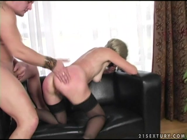 LustyGrandmas_presents_Mature_Terezka_Pussy_Fisting.mp4.00012.jpg