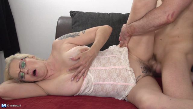 Watch Online Porn – Mature.nl presents Celeste (41) in Naughty Housewife Fooling Around – 21.09.2016 (WMV, HD, 1280×720)