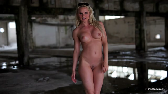 PhotoDromm_presents_Victoria_Angel_in_Suburbia_2_Video_-_13.09.2016.mp4.00003.jpg