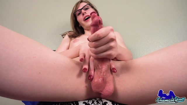 Shemaleyum_presents_Lianna_Lawson_in_Lianna_Lawsons_Sexy_Dildo_Play__-_23.09.2016.mp4.00010.jpg