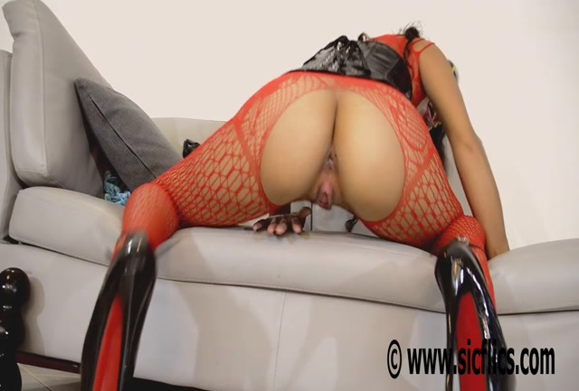 Sicflics_presents_Helens_enormous_dildo_fuck_-_07.09.2016.mp4.00001.jpg