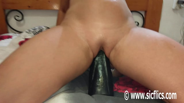 Sicflics_presents_Sarahs_new_giant_dildo_fuck_-_25.09.2016.mp4.00003.jpg