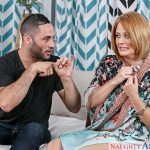 NaughtyAmerica – MyFriendsHotMom presents Holly Heart, Damon Dice in My Friend's Hot Mom – 19.09.2016