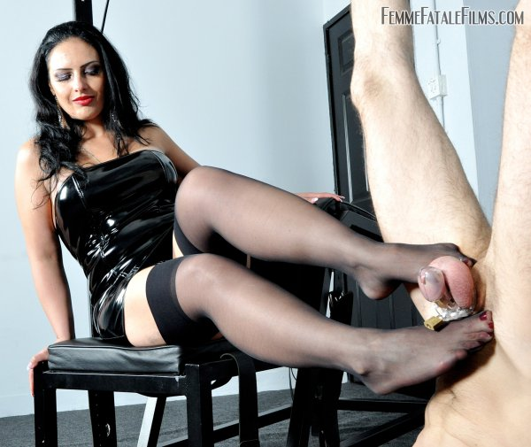 1_FemmeFataleFilms_-_Mistress_Ezada_Sinn_-_The_Worship_Hoist.jpg